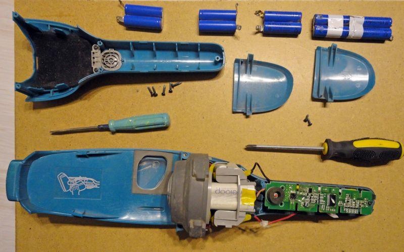 извлекаем аккумуляторы пылесоса Electrolux Ergorapido